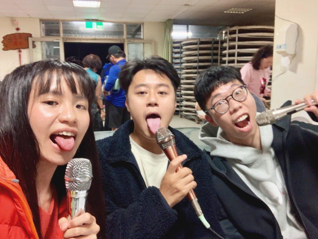吐舌的我們